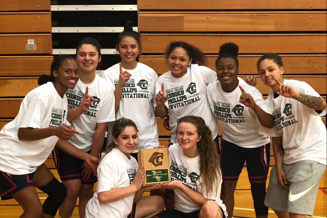 Women's Basketball Team holding the 1st place plaque.
