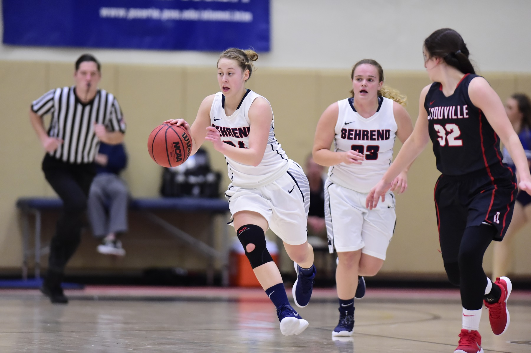 Grove City Outlasts Women's Basketball