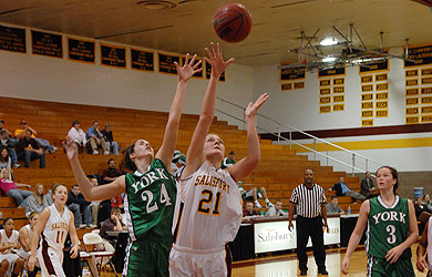 Two Sea Gulls reach double figures against Wesley, Hall grabs 15 rebounds