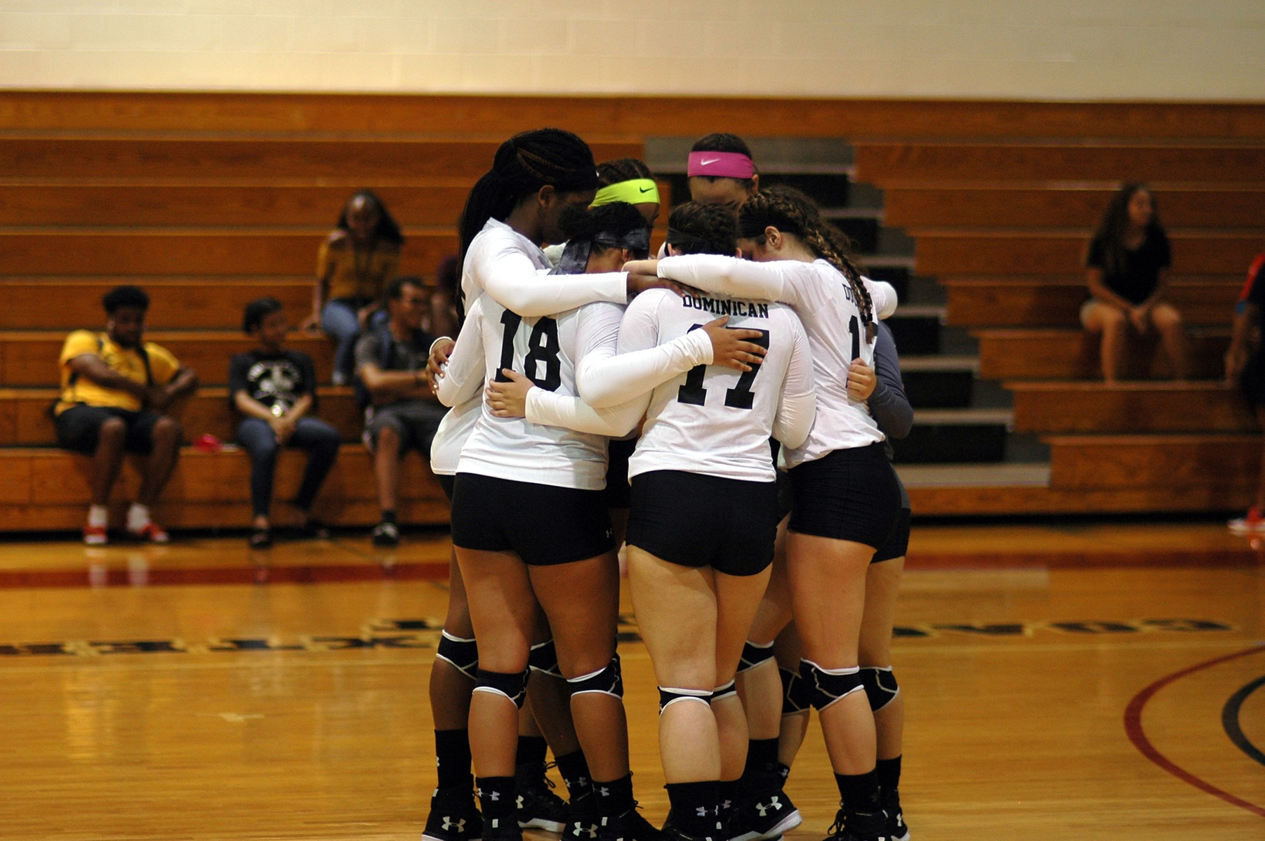 TIGERS SWEEP WOMEN'S VOLLEYBALL