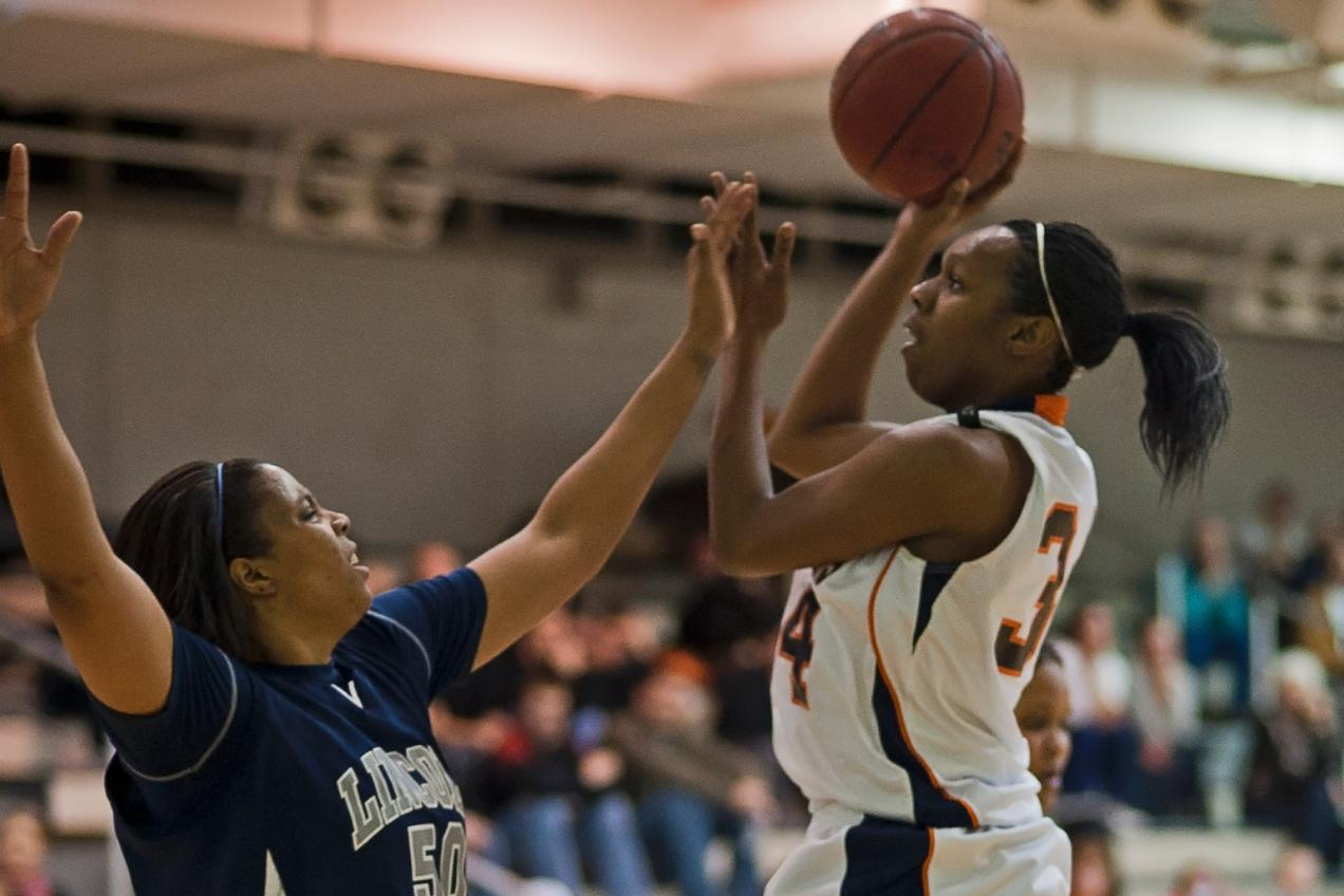 Mendenhall's 28 lifts Lady Eagles to 82-71 victory over Lincoln Memorial