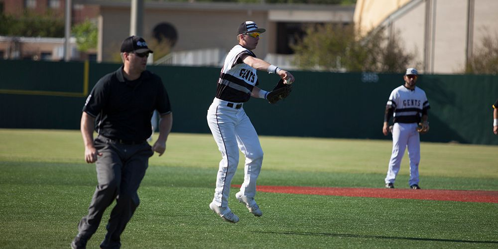 Four-Run Ninth Lifts Gents Past #16 UT Tyler, 4-2