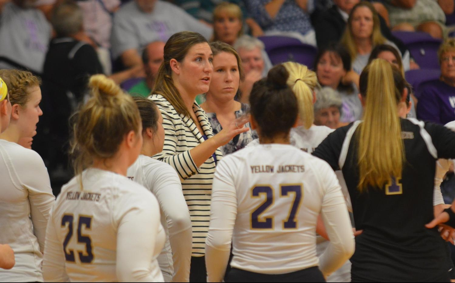 Volleyball Drops Tight Contest With Bluffton