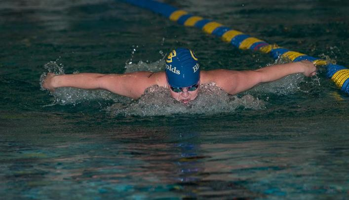 Women's Swimming & Diving Earns Top Finishes at Weekend Races