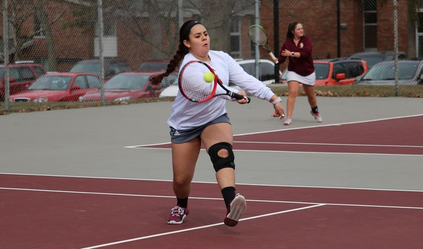 Women's tennis swept by Kalamazoo