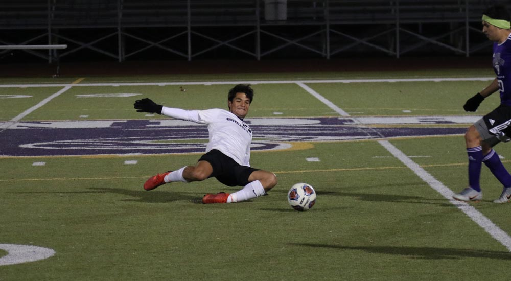 Men's soccer clinches SLIAC tournament appearance with win at Webster
