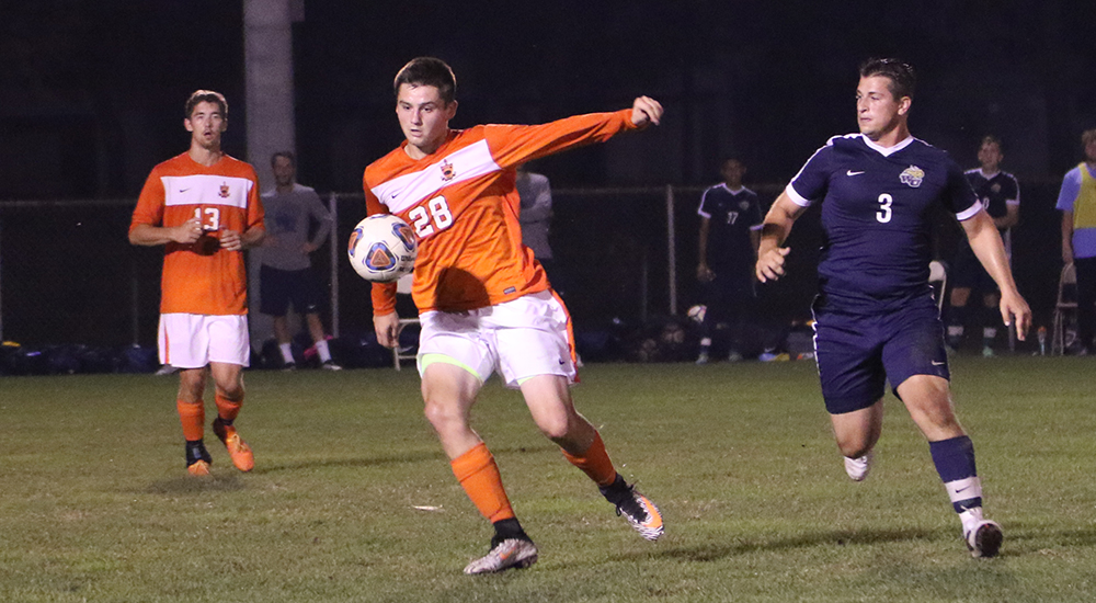 Men's soccer ties MacMurray