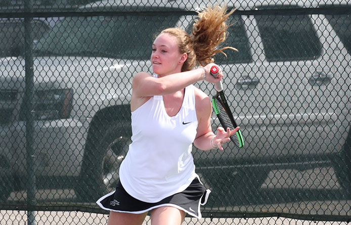 Nine Women's Tennis Players Victorious in Win Over SUNY Plattsburgh