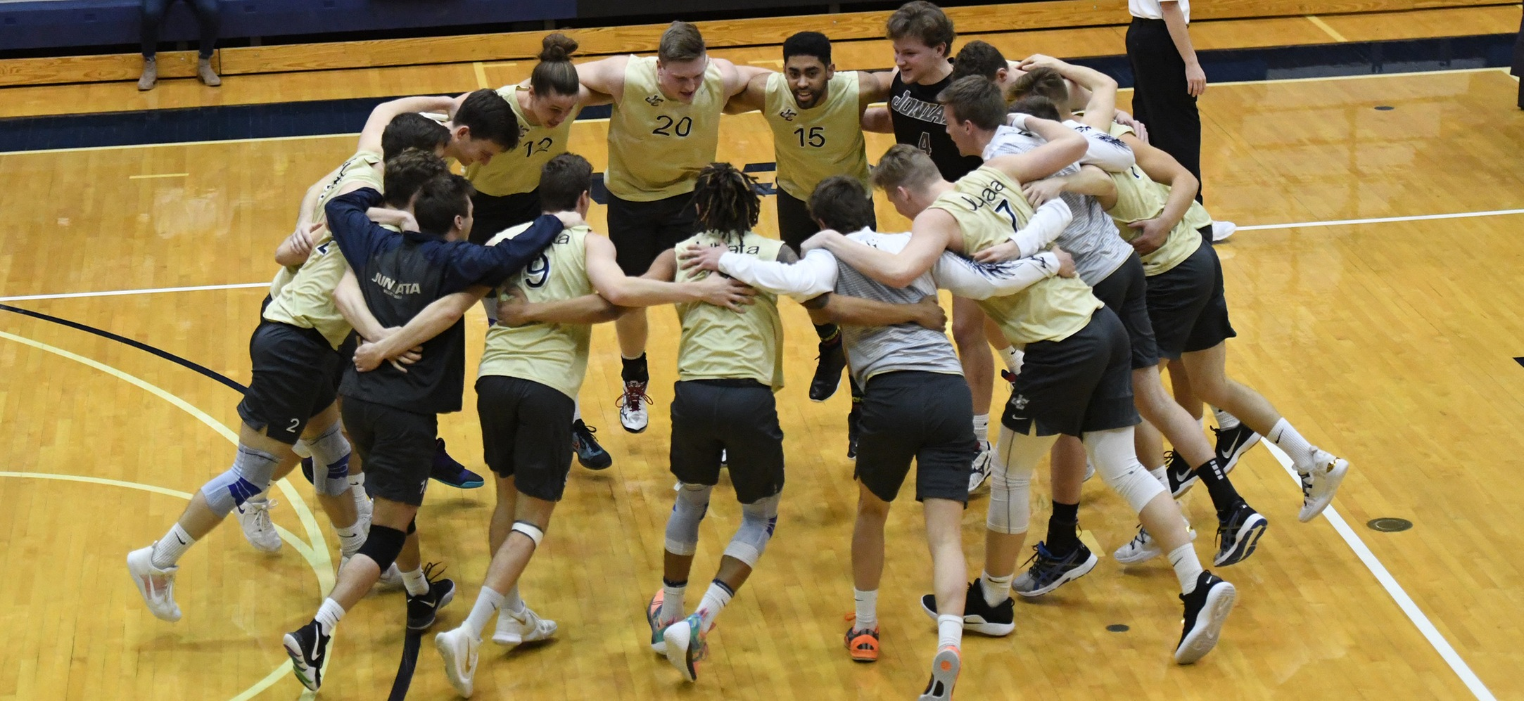 Eagles Sweep Aside #7 Cougars to Reach CVC Championship