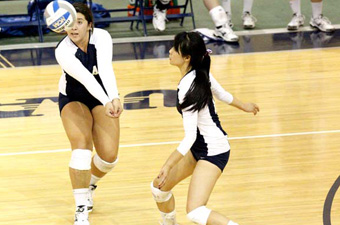 Volleyball splits on Day Two of first UAA Round Robin