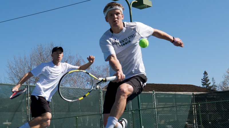 MEN'S TENNIS POSTS 4-3 COMEBACK WIN AT LOYOLA MARYMOUNT