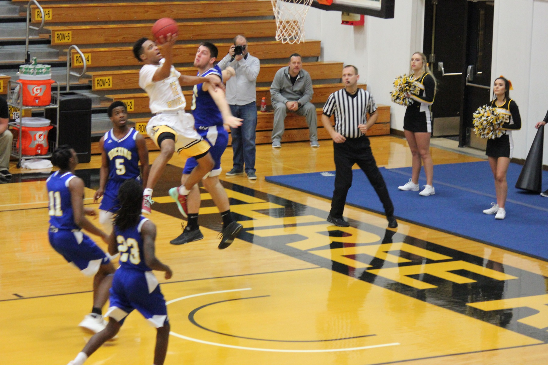 Raiders roll with 3-point shooting