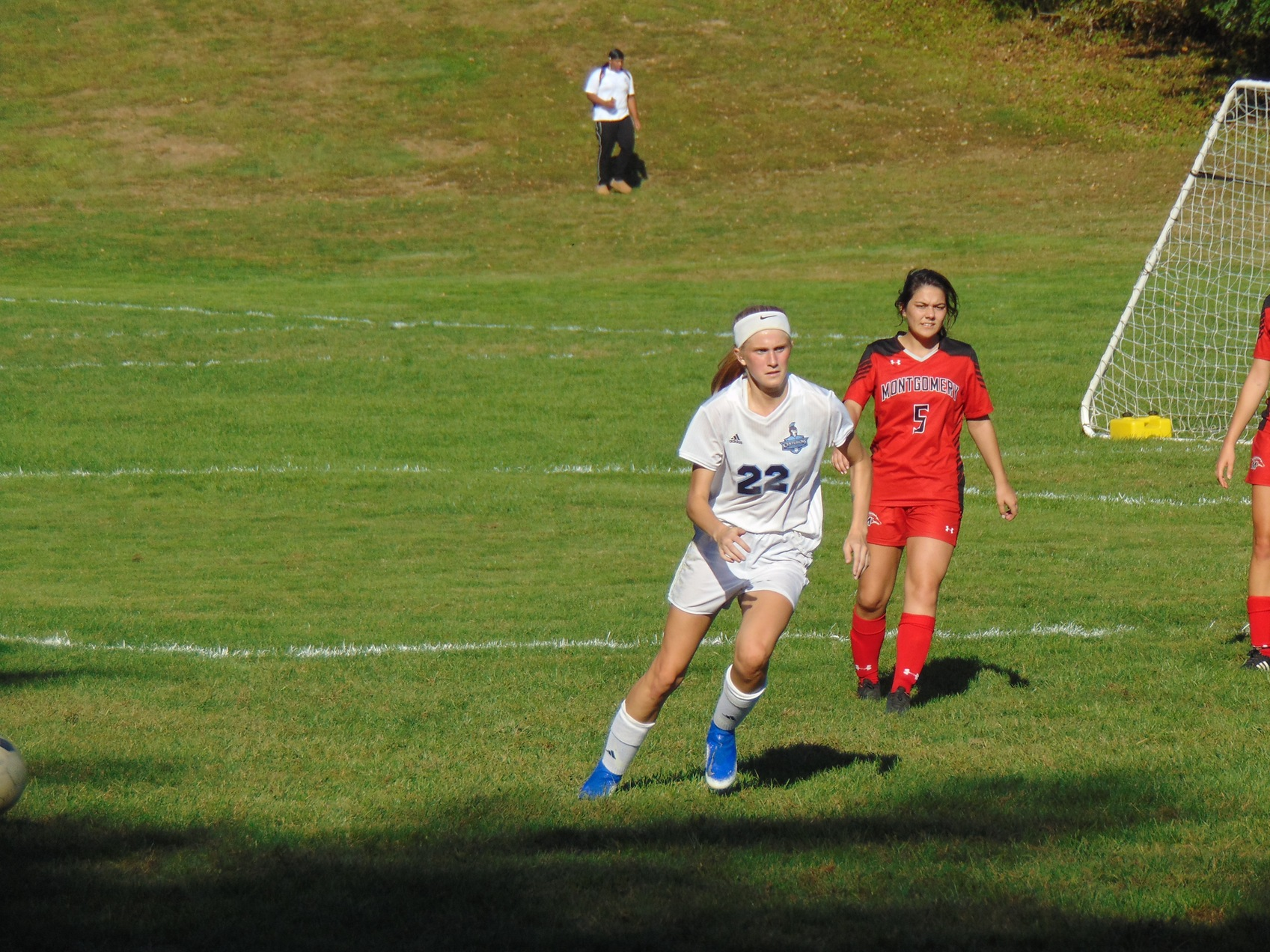 Women's Soccer: Close with Cougars