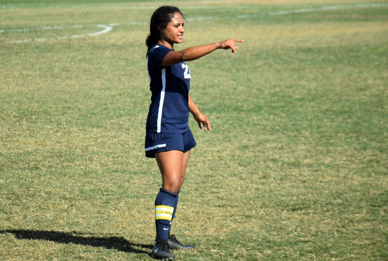 Women's soccer team plays tough in draw at Orange Coast