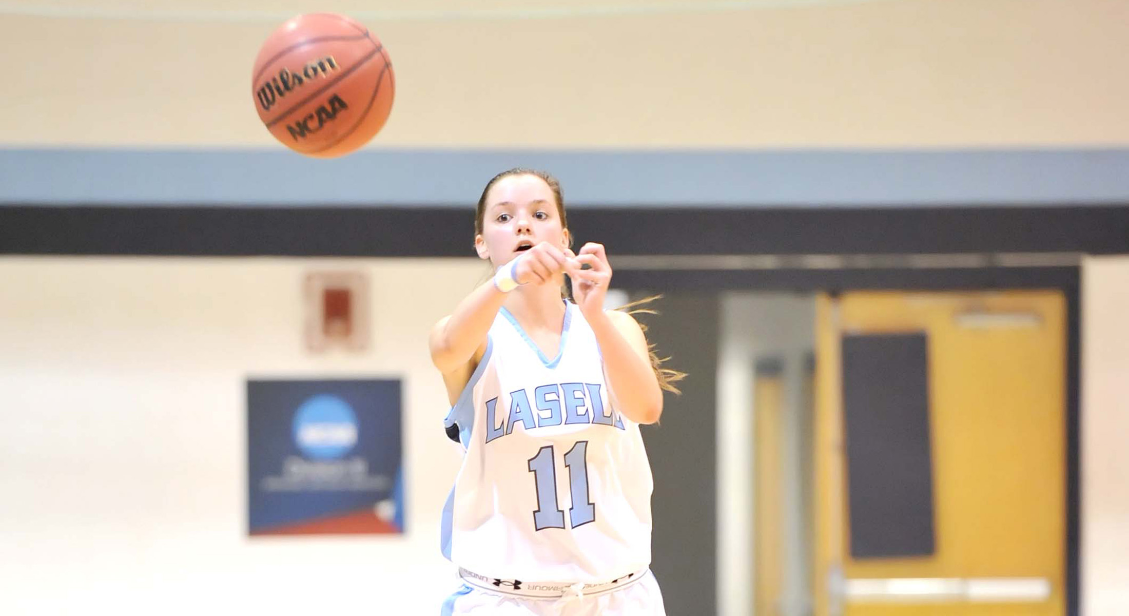 Women's Hoops Pulls Away from Pine Manor, 82-74