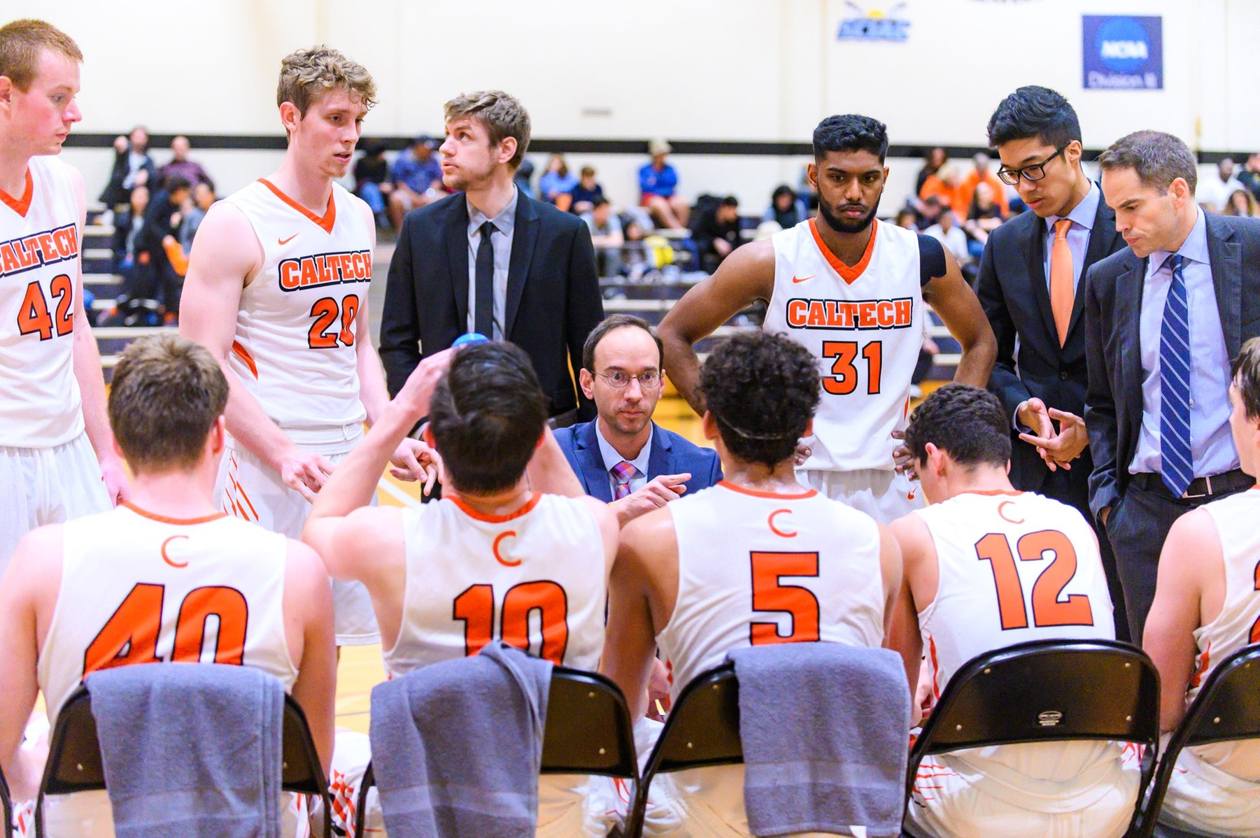 Men's Basketball Pushes Playoff-Bound Redlands at Home