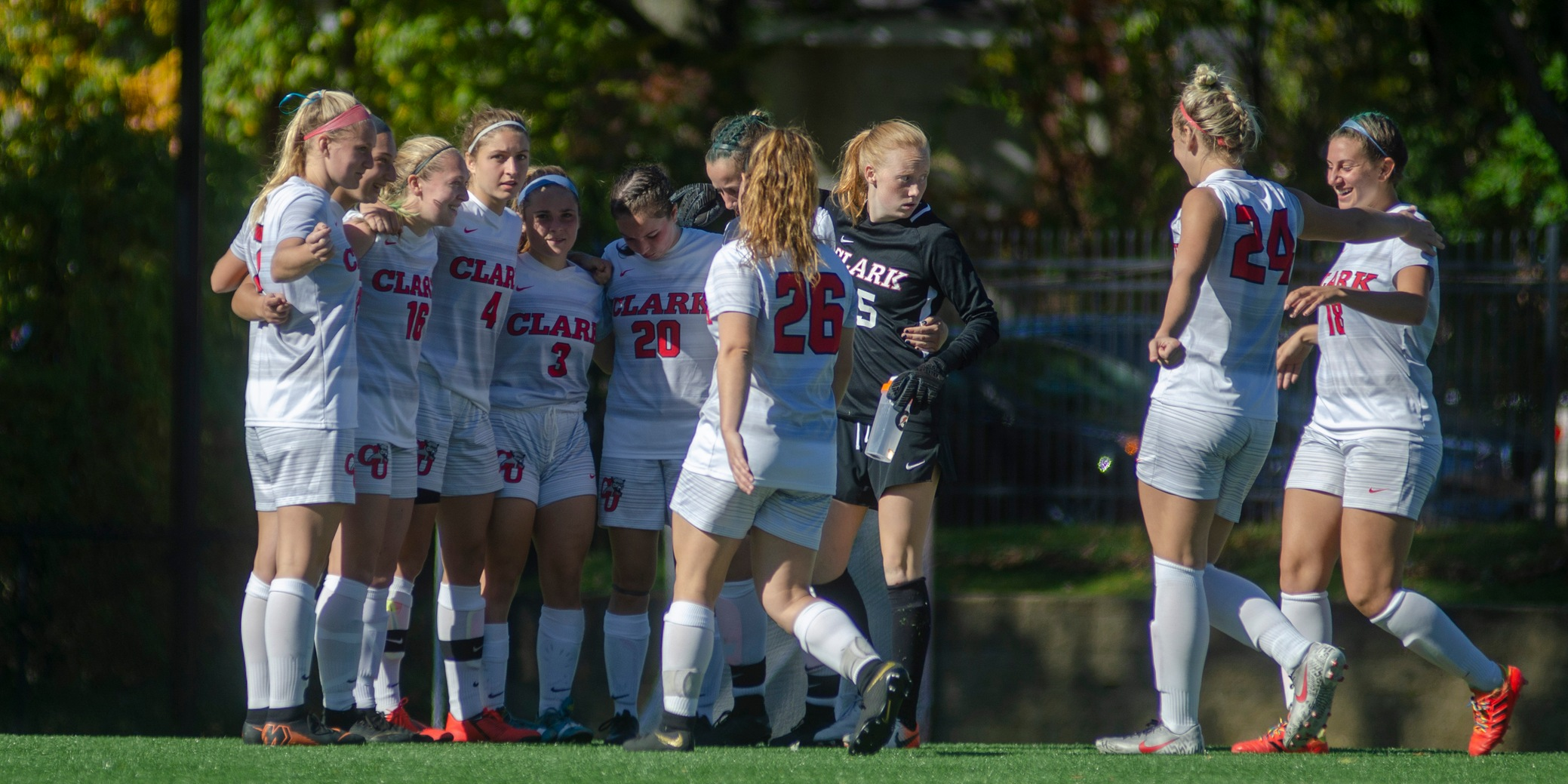 WSOC: Smith Edges Cougars, 3-2, in Season Finale