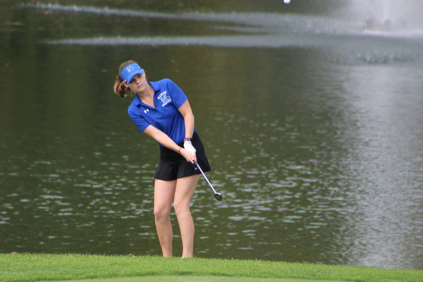 Tayler Wise chips the ball onto the green.