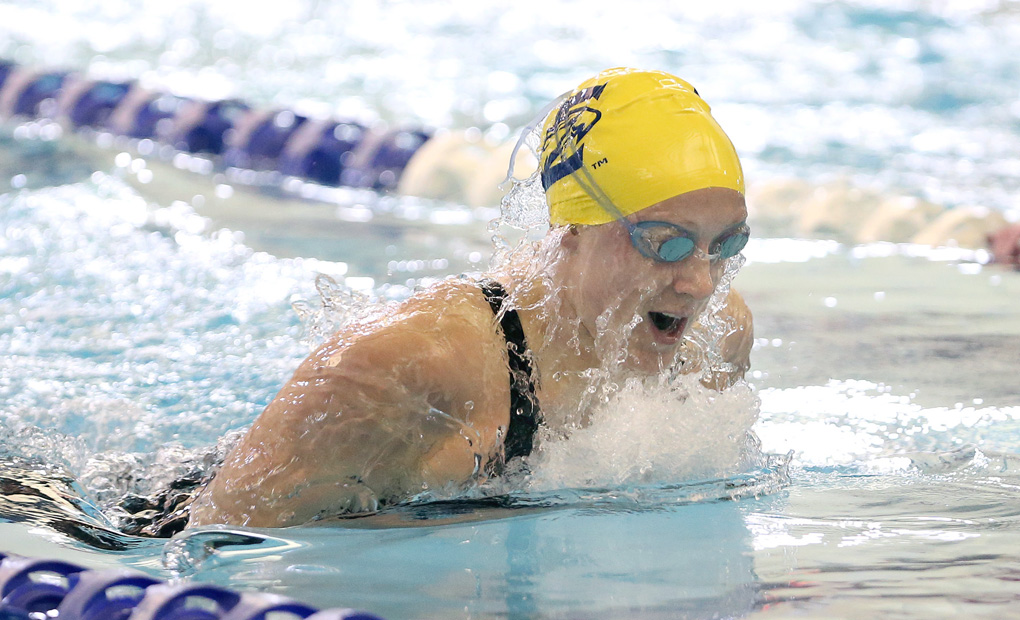 Women's Swimming & Diving Doubles UAA Lead Behind Friday Sweep