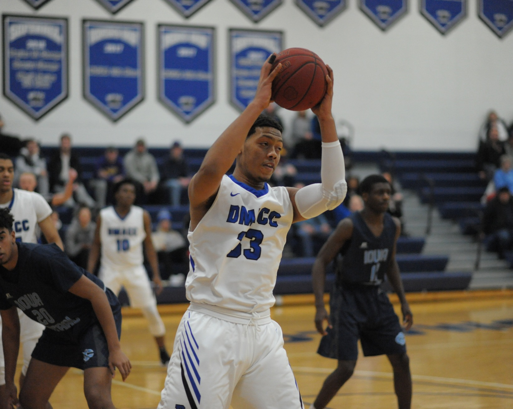 DMACC Men's Basketball Team Falls to Ellsworth CC, 79-75
