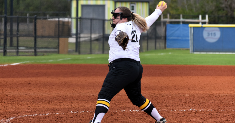 Softball Powers Past Grove City, Falls to Rivier in Myrtle Beach