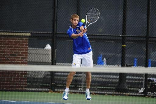 Hoesman Gets Off to 1-0 Start at Top Spot in Singles Lineup