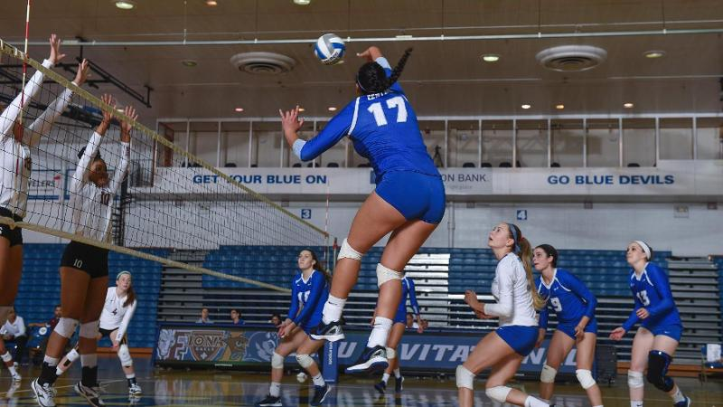 Volleyball Downs Manhattan, 3-1, on Friday