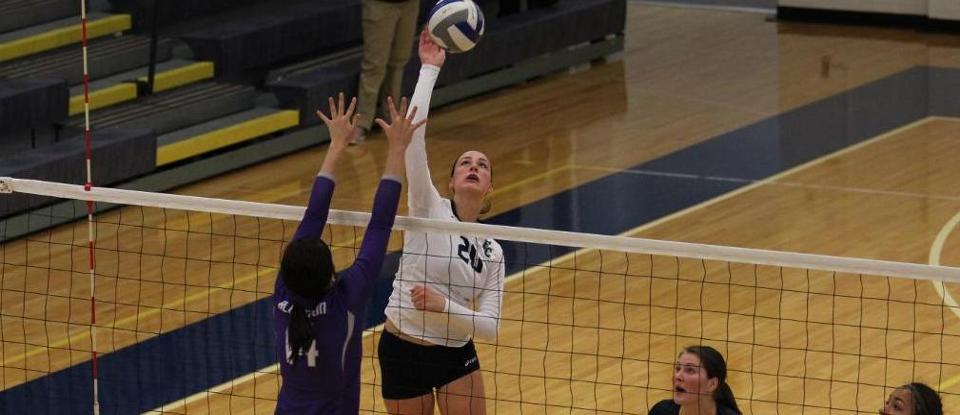 Volleyball Splits Two Matches to Conclude Play at Illinois Wesleyan Tournament