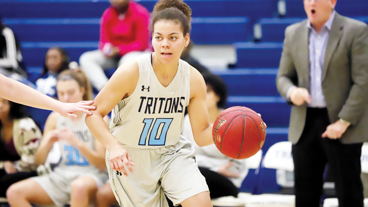 Triton women stretch streak