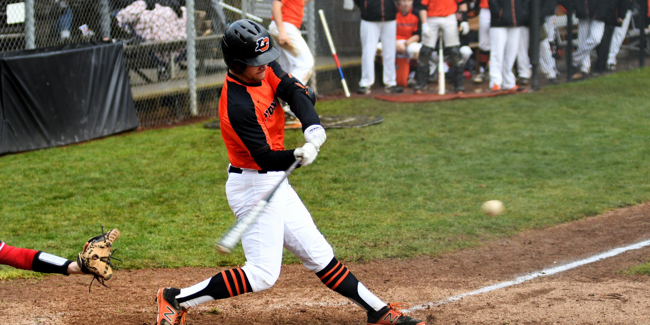Larson bats in two to help the Pioneers take down Pacific