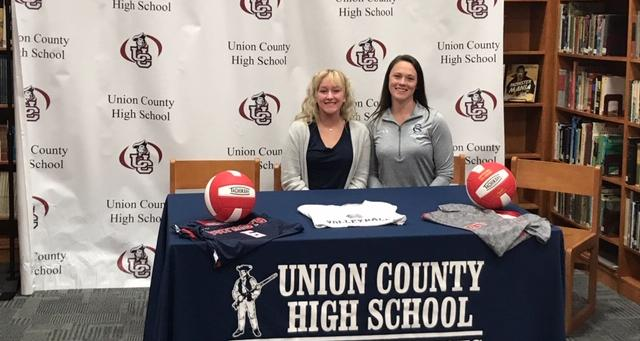 Katlyn Knight Signs with CSCC Women's Volleyball
