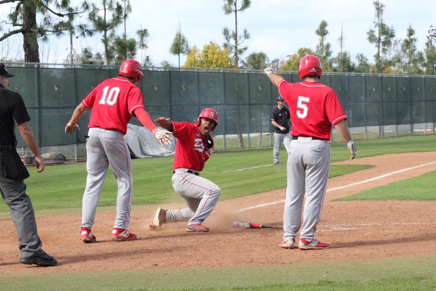 Late Rally Lifts Dons to 5-4 Win, Santa Ana Takes Series Over IVC