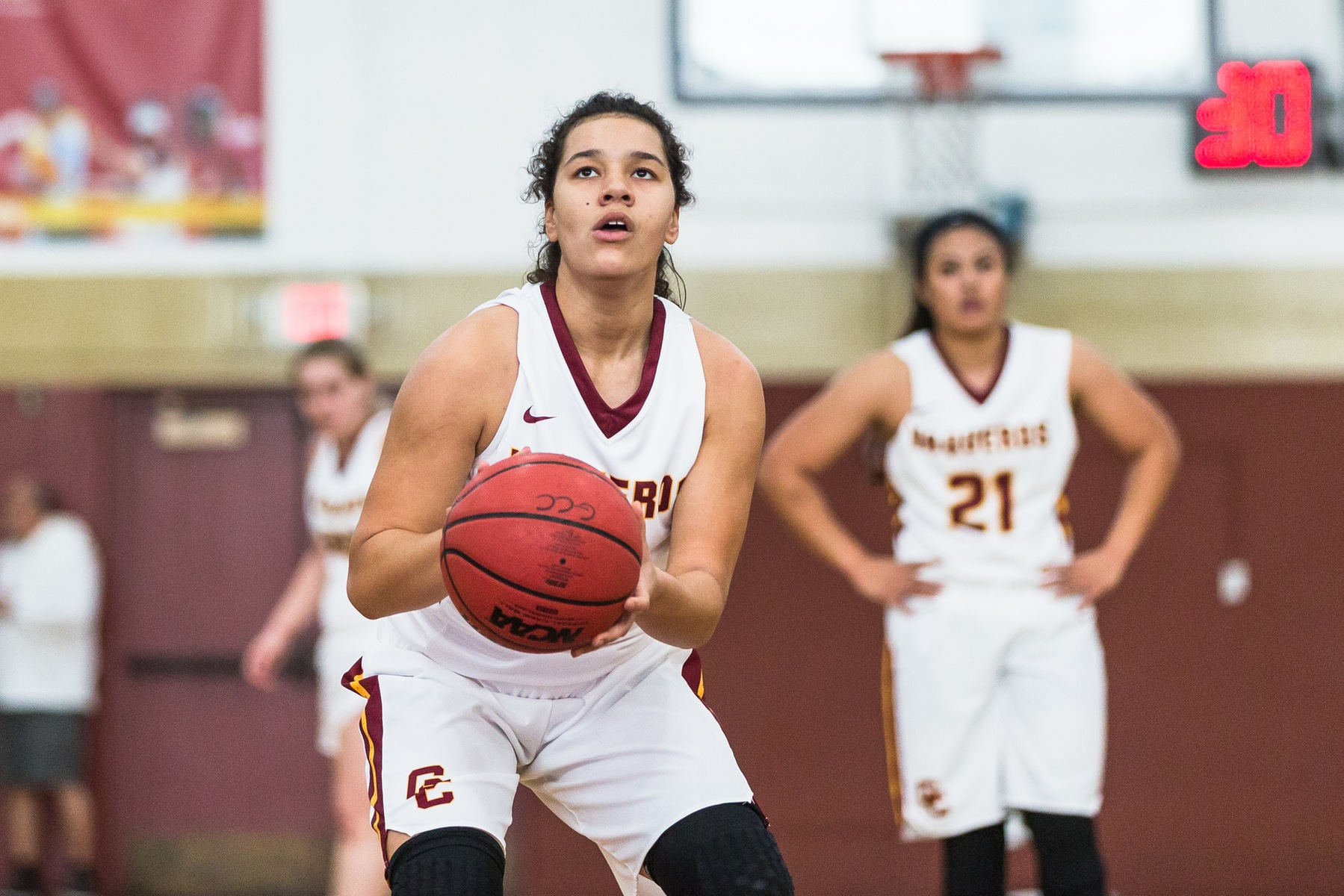 Jankuvloski leads Lady Vaqs to win over Oxnard with 18 points