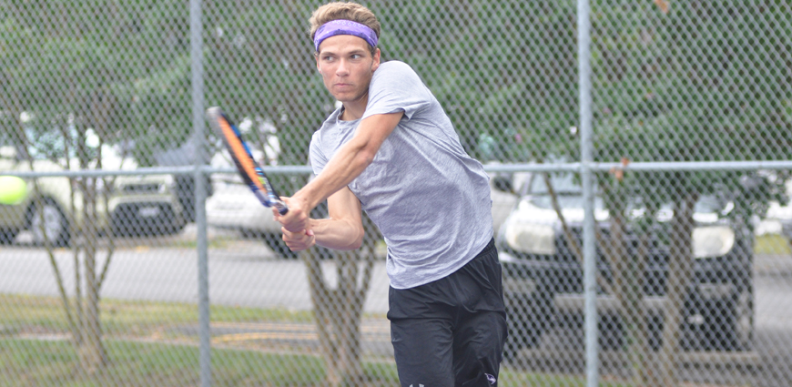 Men's Tennis Team Opens Season With Convincing Win
