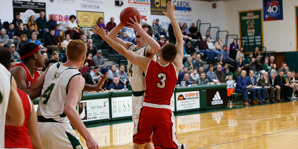 Men's Basketball Stays Perfect in Conference with 95-68 Win at UMaine-Farmington