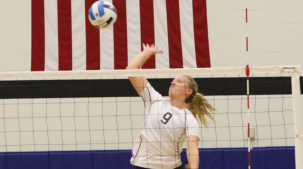 Eagles whip Tritons for ICCAC lead