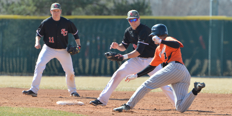 Baseball earns split with league-leading Wartburg