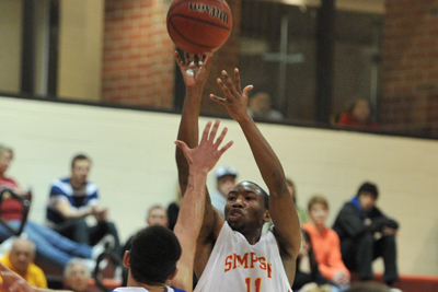 Men's basketball beats Central, sneaks into IIAC Tourney