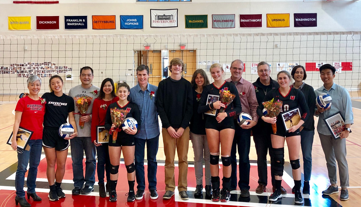 Volleyball Denies Swarthmore on Senior Day, Setting Up CC Tournament Rematch