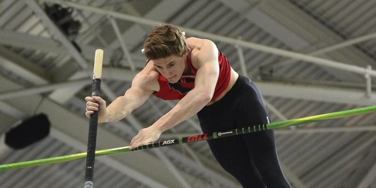 McCracken came in first in the pole vault with a height of 4.40m (d3photography.com).