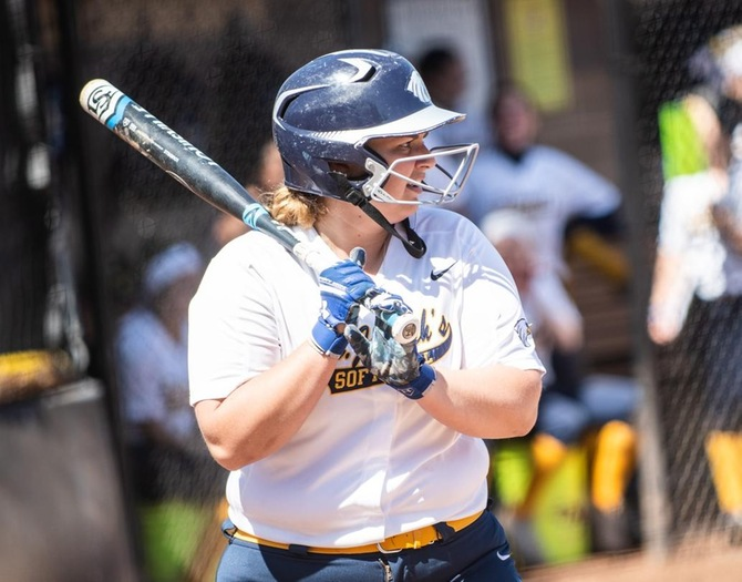 Softball and Staten Island Split Non-Conference Doubleheader