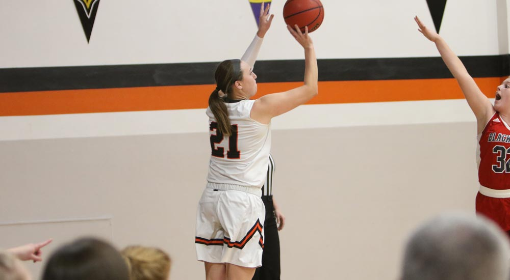 Women's basketball secures win No. 19 at Eureka