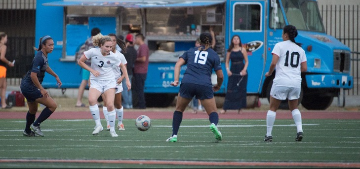 Oxy Women's Soccer Defeats Soka