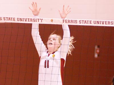 Samantha Fordyce totaled a match-high 43 assists with seven digs Saturday against the Wildcats.