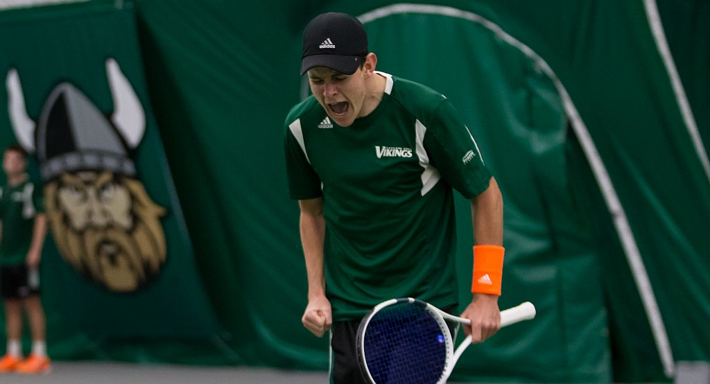 Vikings Advance To #HLMTEN Semifinals With 4-3 Victory Over Green Bay