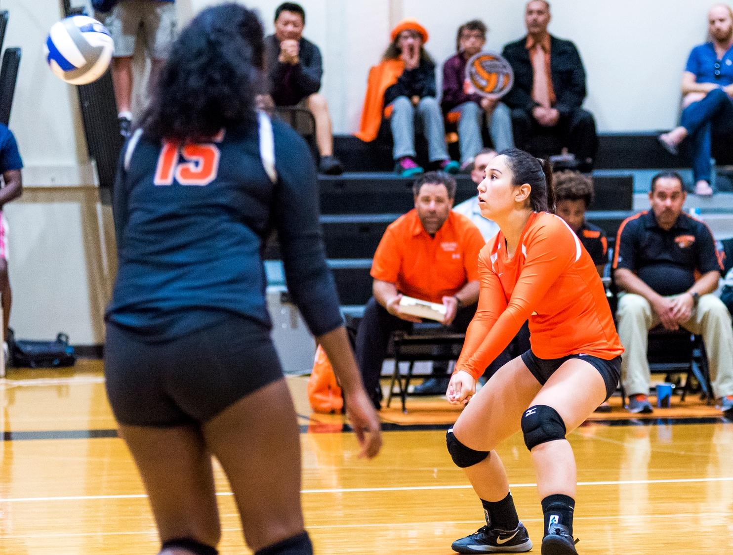 Volleyball Sees Several Contributors in La Verne Match