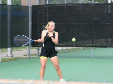 Women's Tennis Drops Dual Match to Mississippi College, 8-1