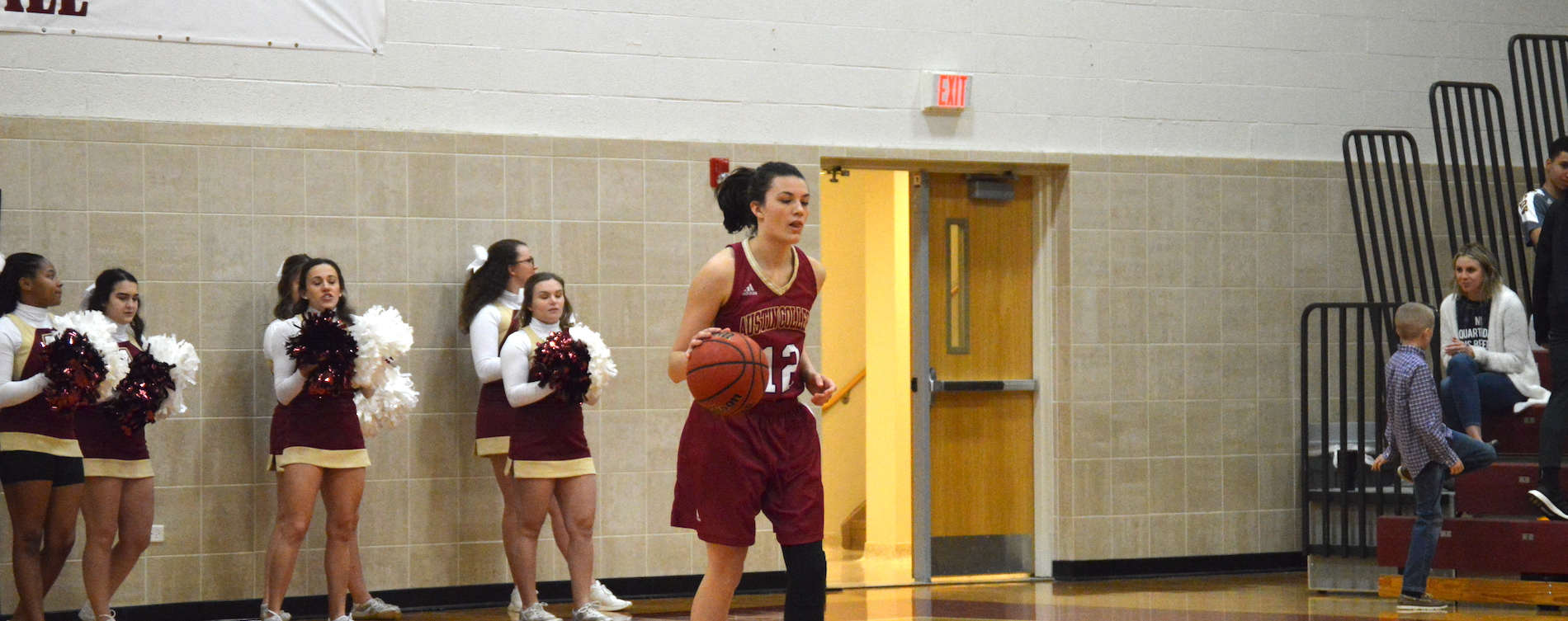 Women's Hoops Tops Texas Lutheran