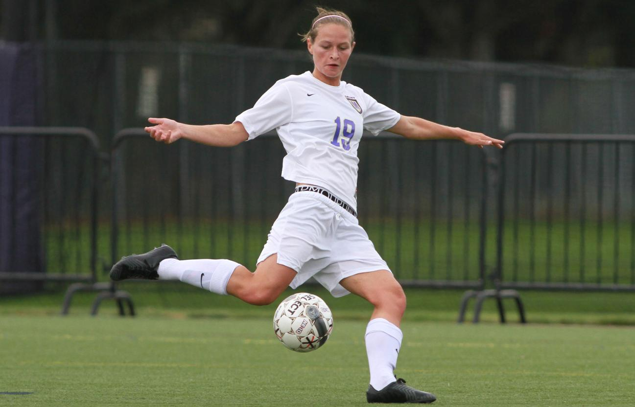 Women's soccer tops Stonehill in penalty shootout to secure title spot in Catholic Cup