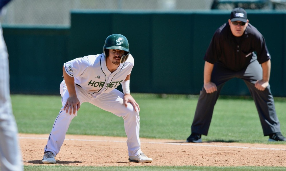 DEFENSE SCUFFLES AS BASEBALL DROPS SERIES FINALE AT GRAND CANYON